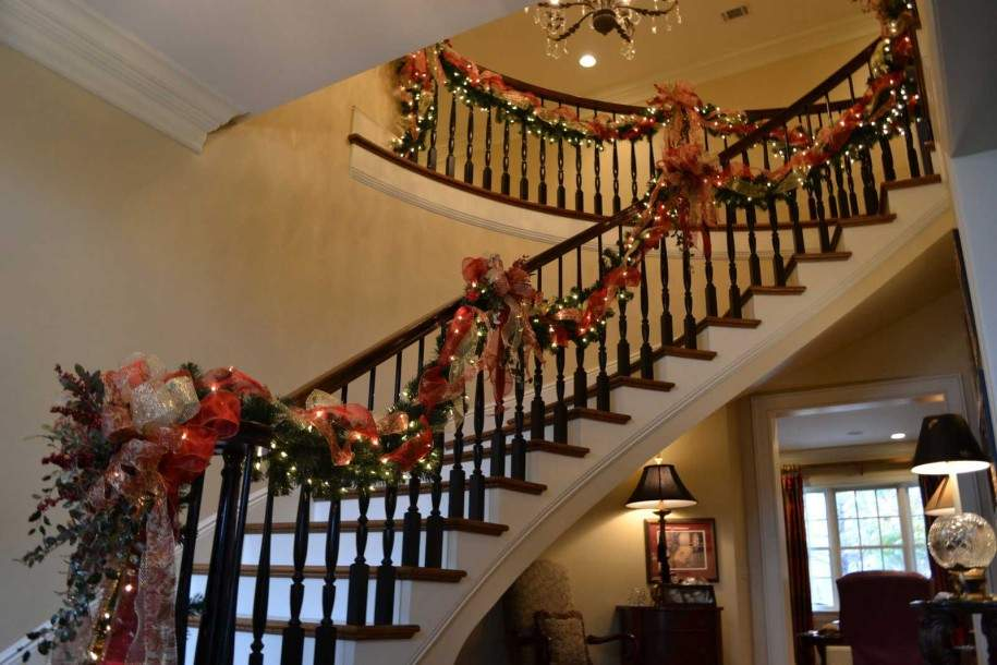 Christmas Stairs Garland Decorating Ideas Lights Red